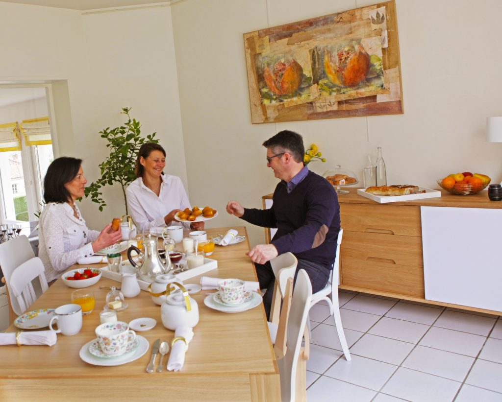 petit déjeuner hotel Clos des Campanules Sud Auvergne