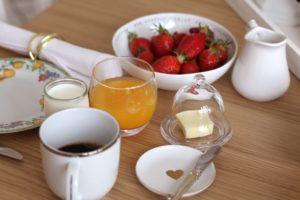 petit déjeuner hotel Clos des Campanules Brioude