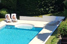 Clos des Campanules - piscine et bain de soleil