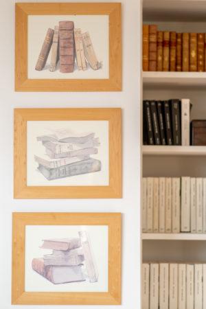 Détail déco bibliothèque salon des hôtes